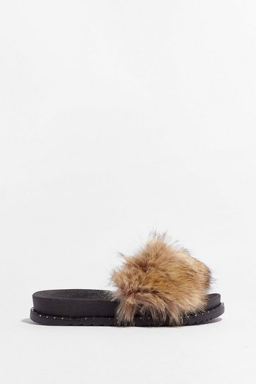 Mocha Kinda in a Furry Faux Fur Sliders