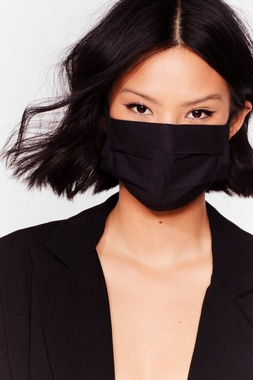 Black Pleat Me in the Middle 2-Pc Fashion Face Mask