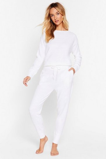 White Fitted Knit Sweater and Sweatpants Set