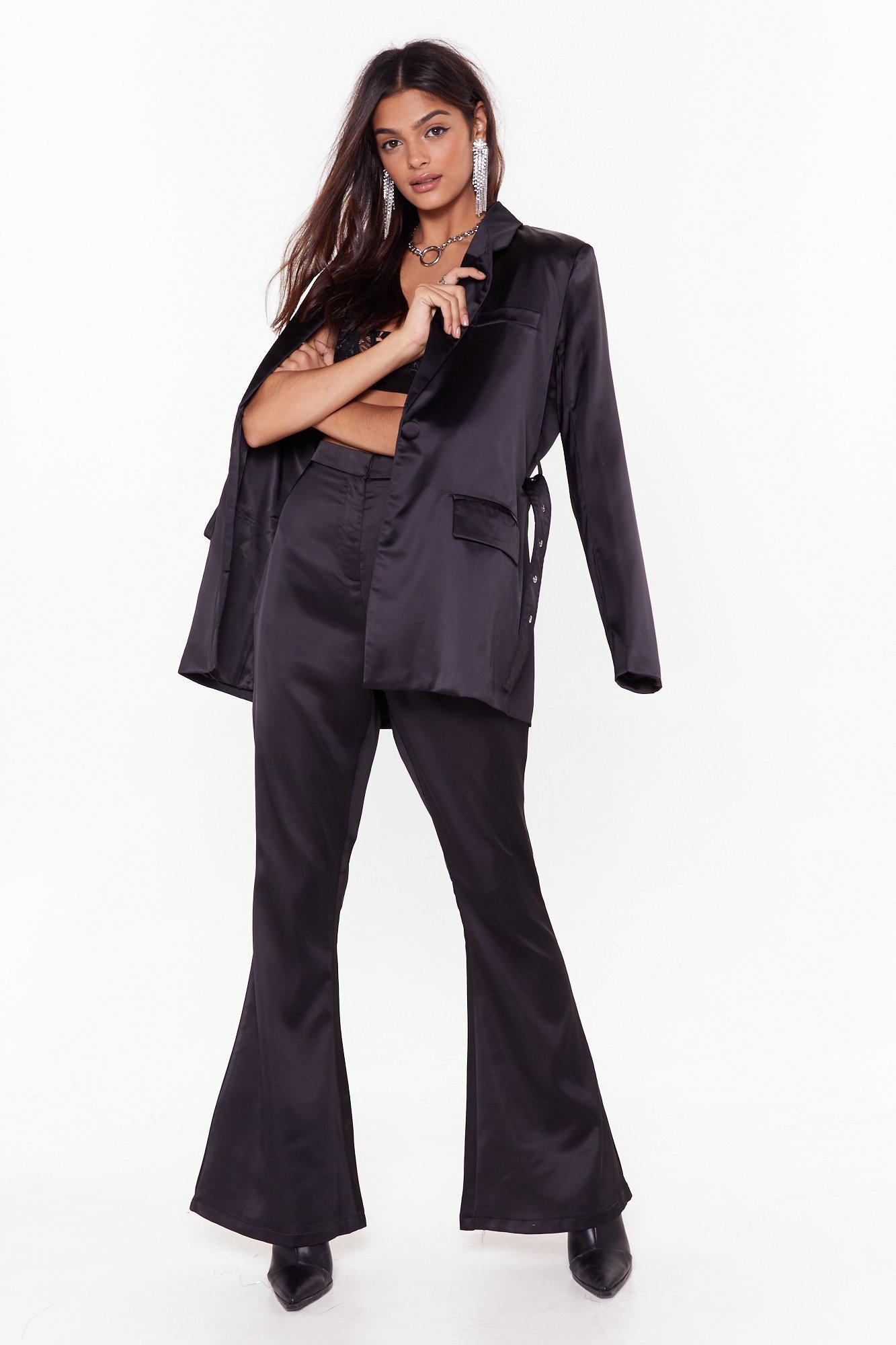 Pantalon de costume évasé en satin Je mène les négociations