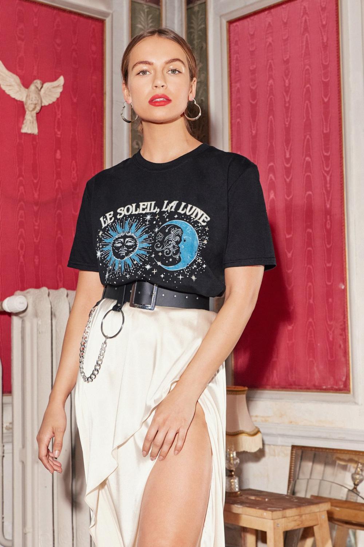 T Shirt à Imprimé Graphique Le Soleil, La Lune by Nasty Gal