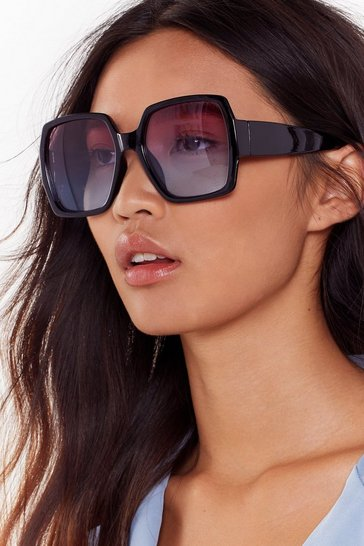 Square the Paparazzi at Oversized Ombre Sunglasses