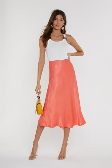 Womens Coral Sleek at the Knees Satin Midi Skirt