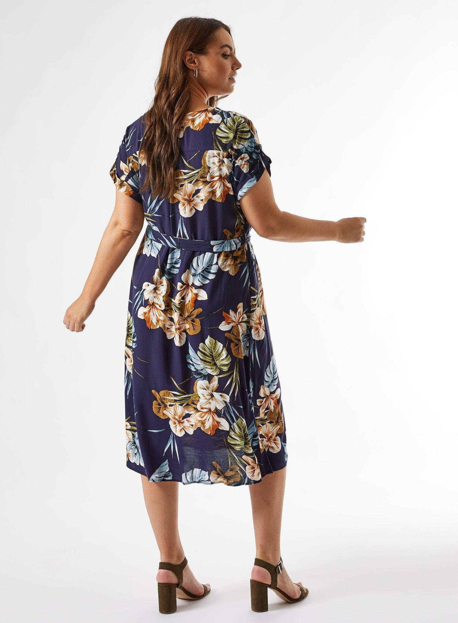 148 Curve Navy Floral Print Dress image number 2
