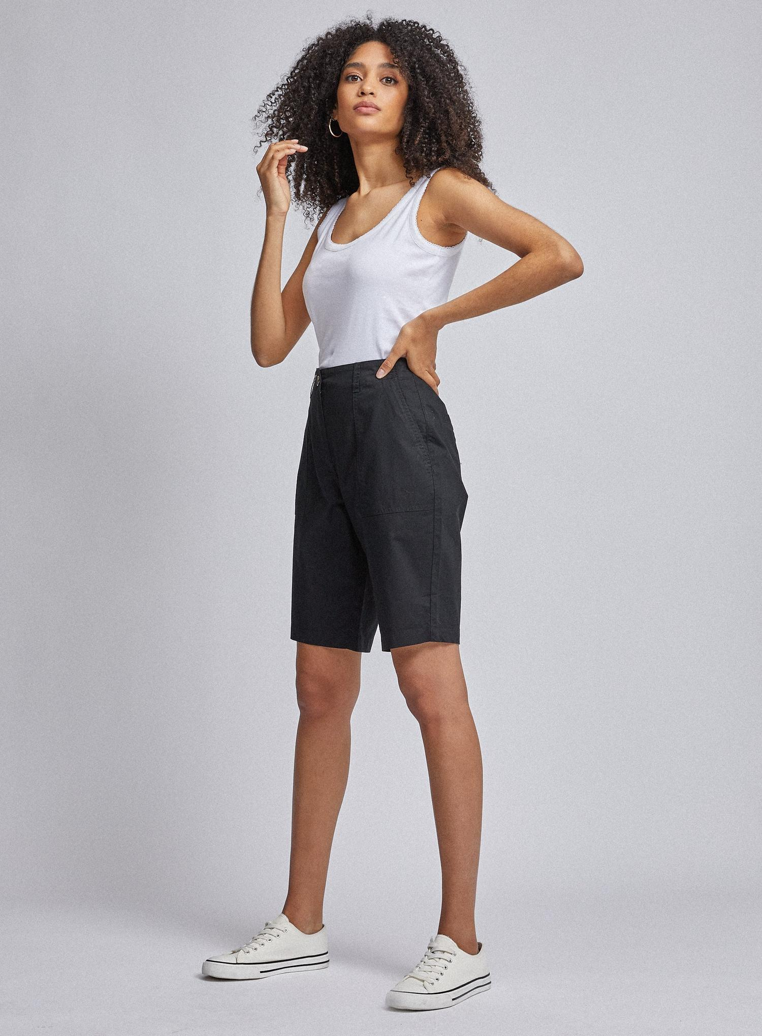 105 Black Poplin Knee Shorts image number 3